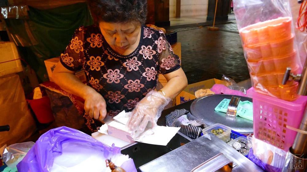 singapore-38-ice-cream-lady.jpg