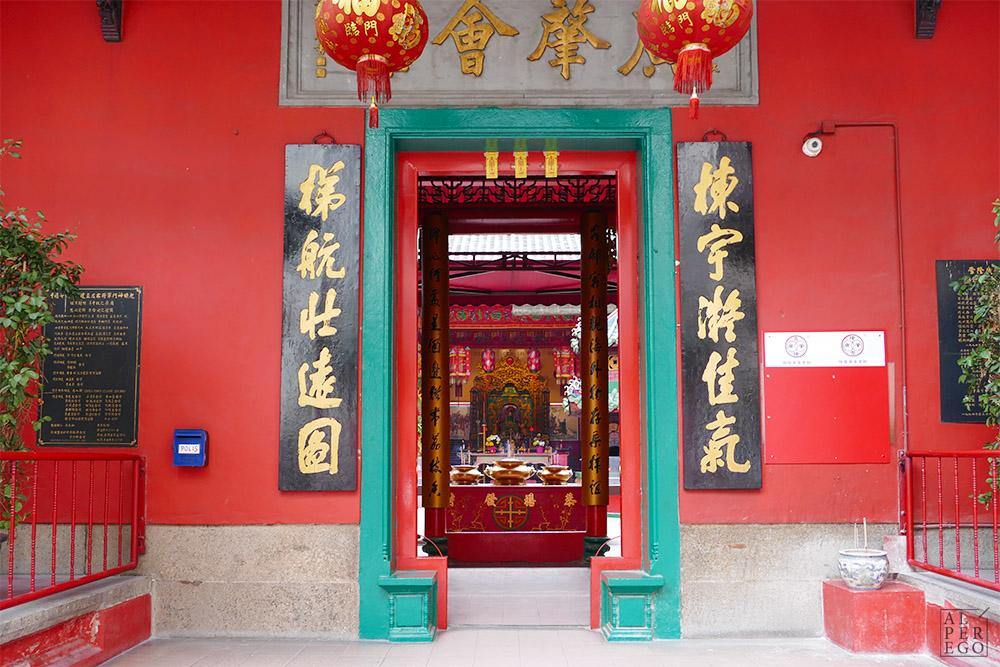 kuala-lumpur-guan-di-temple-01-entrance.jpg