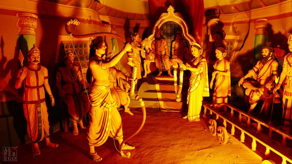 Rama is about to marry Sita.  Rama, Sita ile evlenmek üzere.