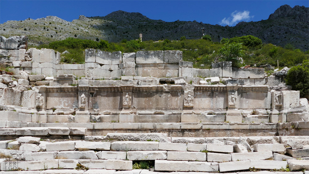 The Hadrianic Nymphaeum (129-132 AD) /  Hadrian Çeşmesi (MS 129-132)