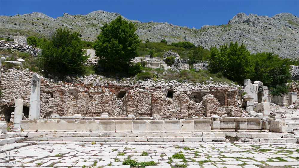 Severan Nymphaeum on the Lower Agora /  Aşağı Agora'da Severuslar Çeşmesi
