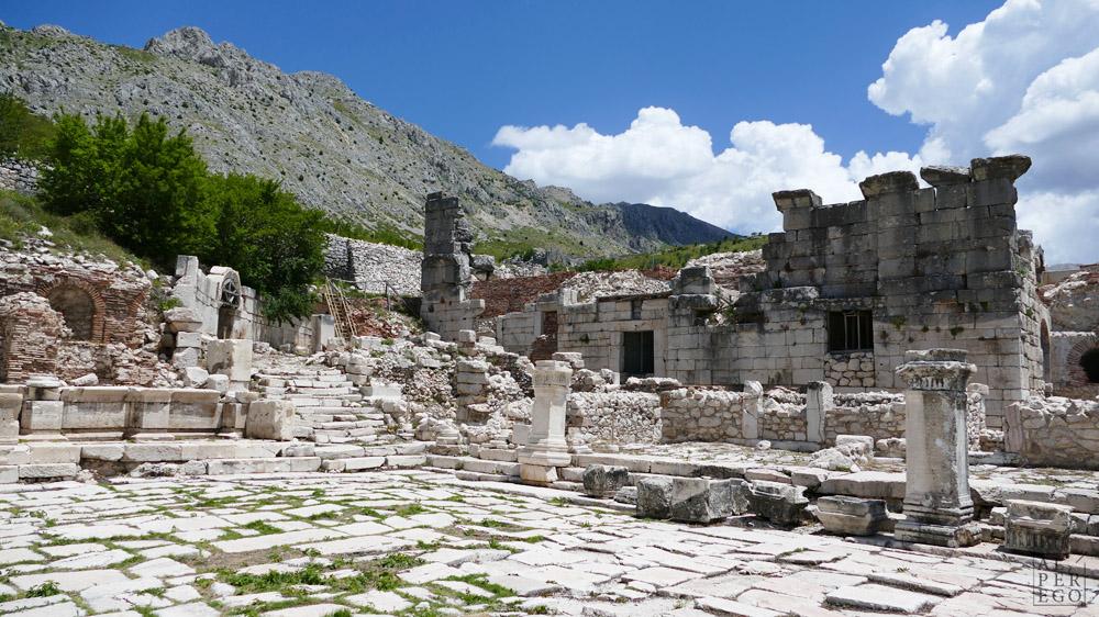 Imperial Baths from the Lower Agora /  Aşağı Agora'dan Roma Hamamı