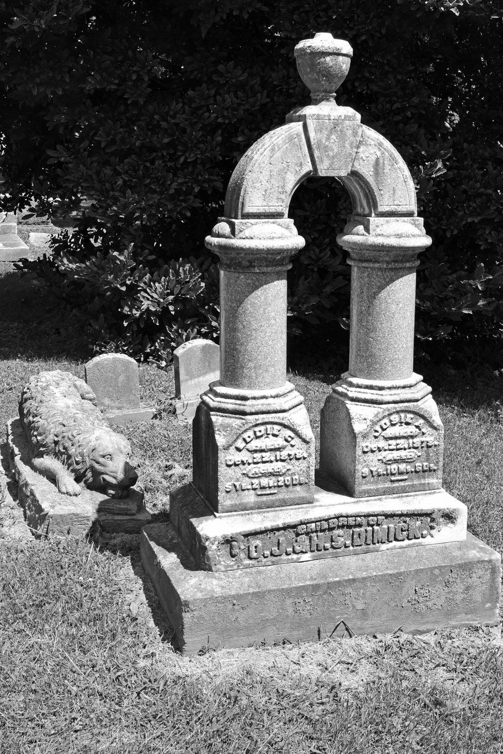 The graves of Josie and Eddie Dimick and their Newfoundland Dog.