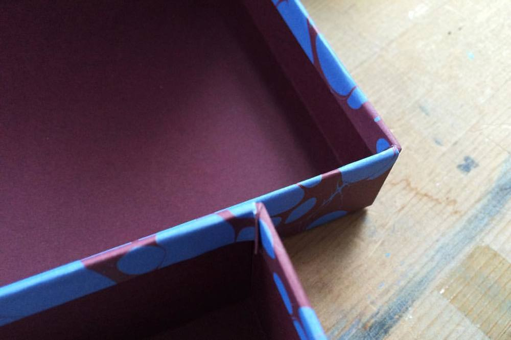 Deep Maroon & pops of bright blue #esmewinter #decorativeboxes with lift-off lids.