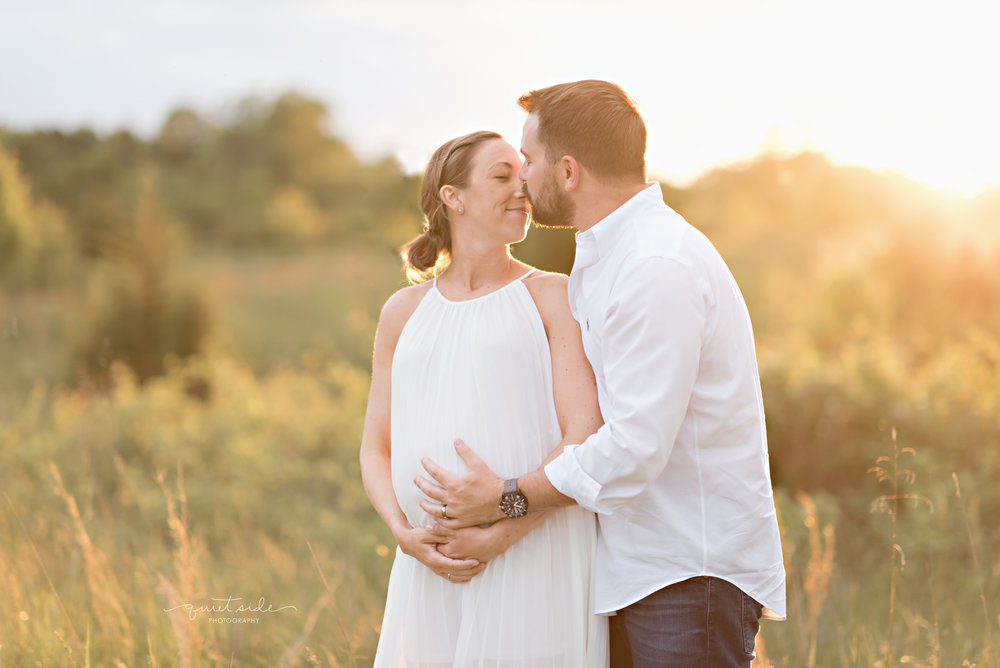 NorthernVirginia-Maternity-Sunset-Outdoor-GoldenHour-QuietSidePhotography-170514_QuietSidePhotography_BlazicMaternity_May2017_5177.jpg