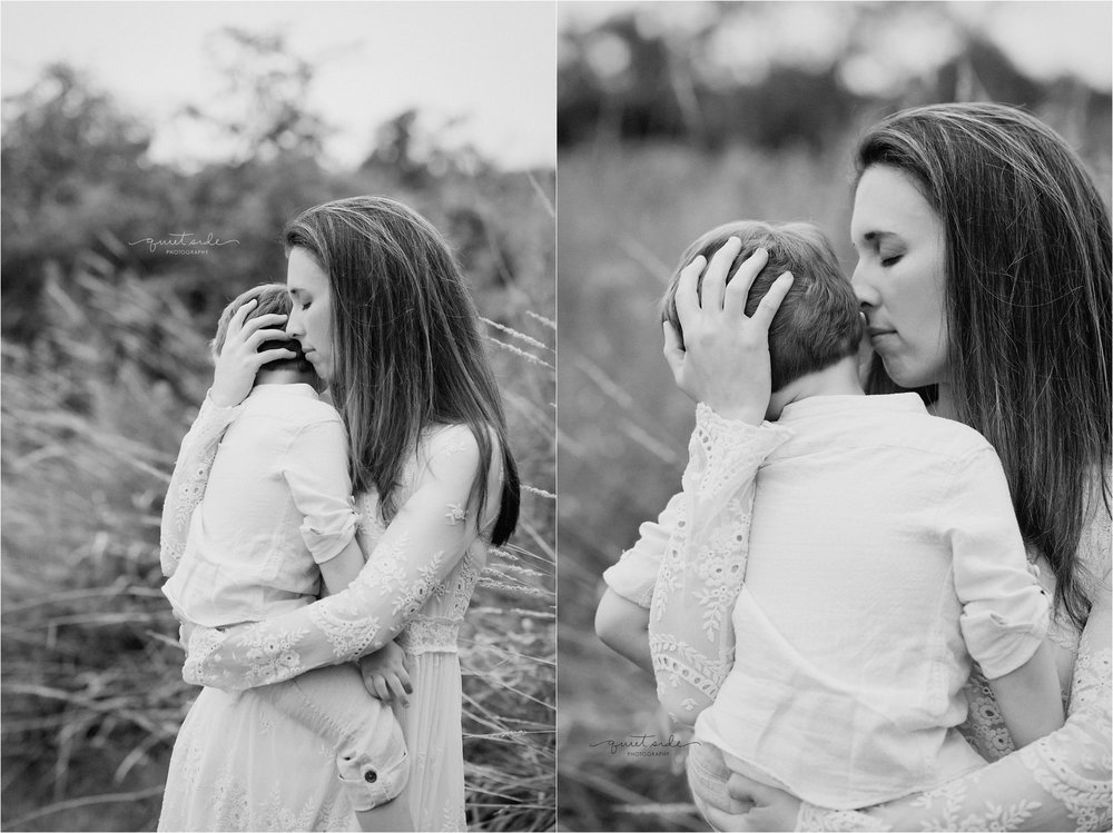 Witinok_Motherhood_Family_LoudounCounty_NorthernVA_Virginia_Family_Photographer_Sunset_Field.jpg