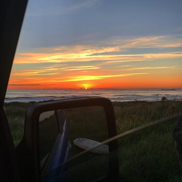 5.30am this morning on the surf 🏄🏼 dawn patrol...wozzers what a beautiful sunrise at Bamburgh and what a day we have in store. ☀️🍇No need to swipe up to shop...it's all for free! Mother Nature we are blessed everyday we get to see the sunrise and set #thebayistheway #thebestthingsinlifearefree get your daily dose of vitamin sea 🌊 dip in its warm and clean ✌🏼