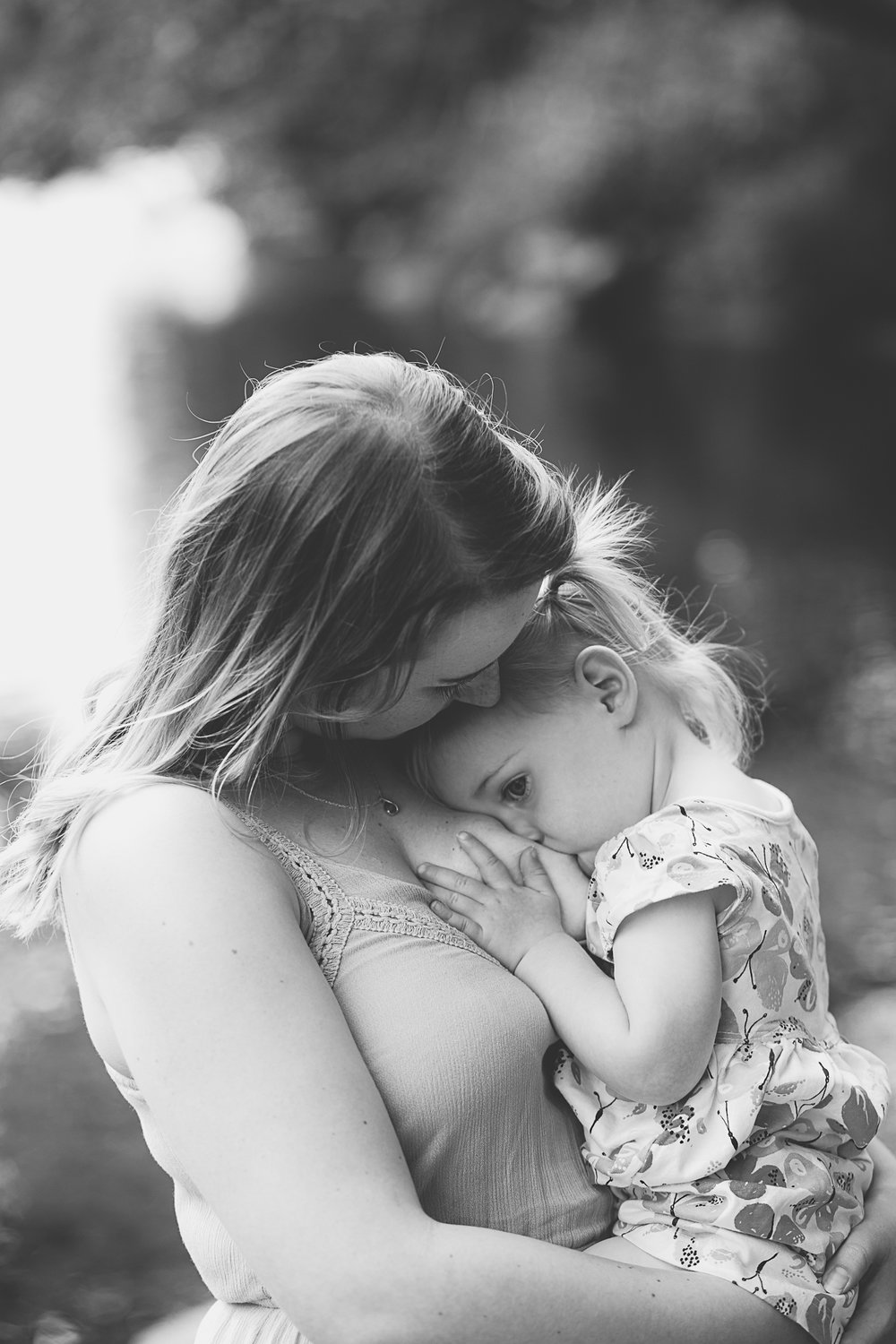 beautiful breastfeeding photography