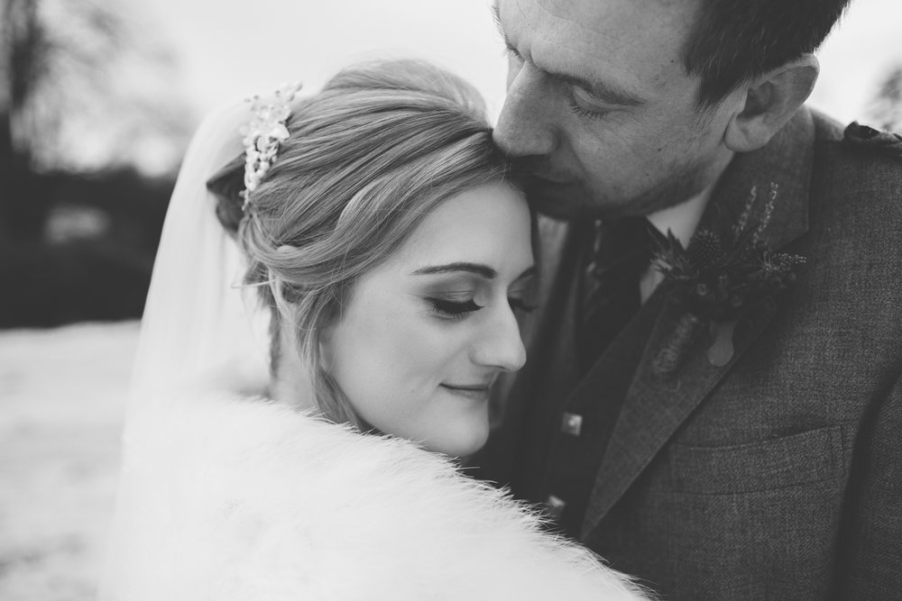 bride and groom, bride and groom kissing, wedding at logie country house, shot by Vivienne Elizabeth Photography