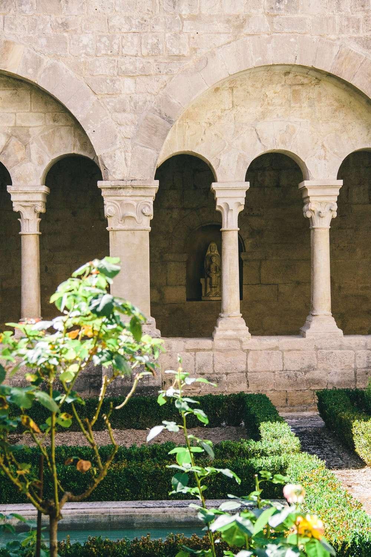 Abbaye-Notre-Dame-de-Senanque-abbey-1.jpg