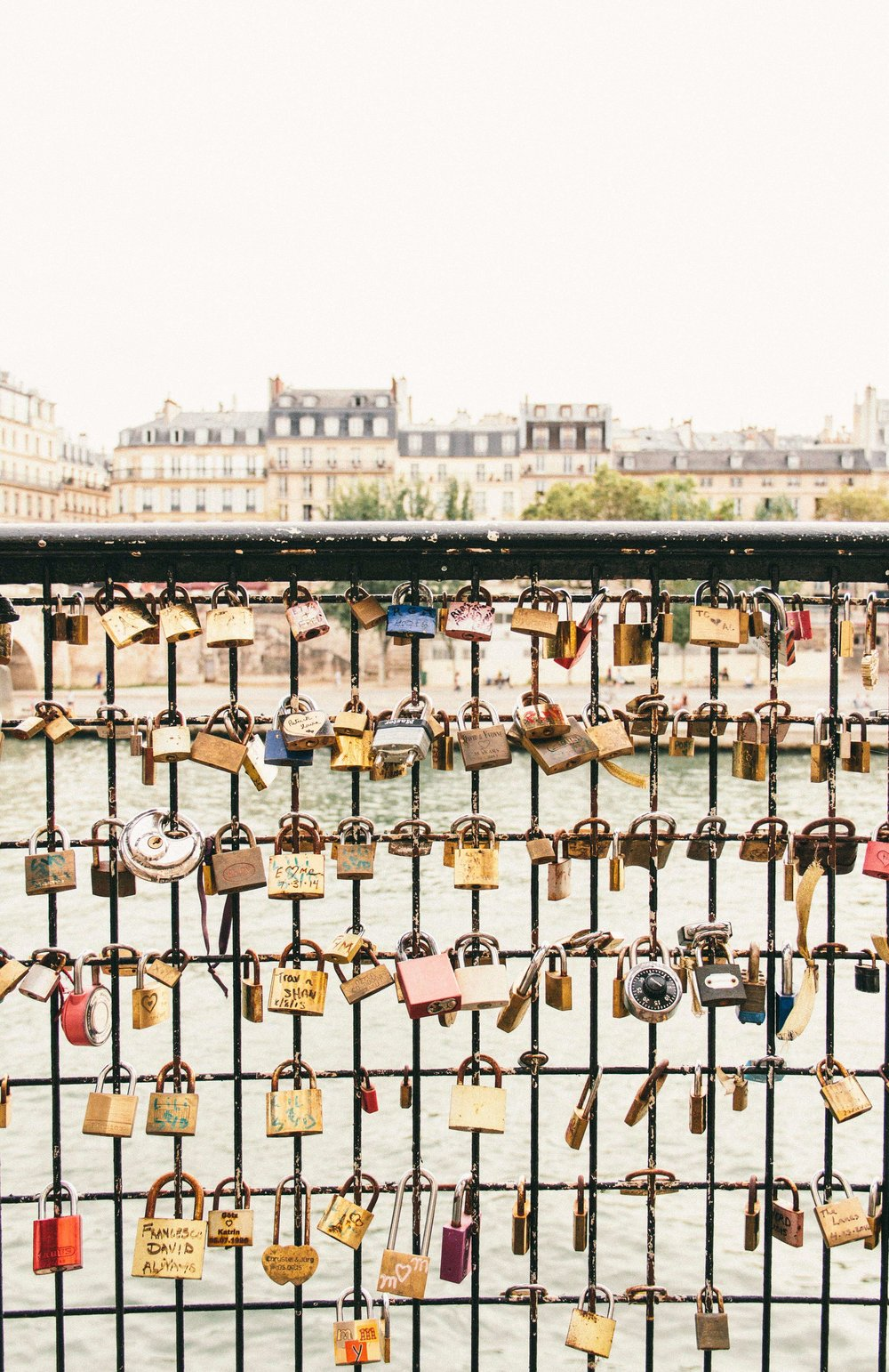 La Petite Californienne: Love Locks Hidden Around the Seine in Paris