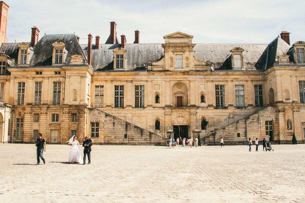 Get your wedding pictures taken at Château de Fontainebleau!