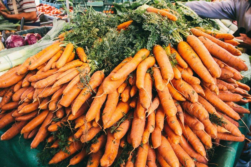 fall-farmers-market-paris-carrots.jpg
