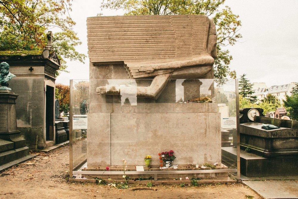 pere-lachaise-cemetery-oscar-wilde.jpg