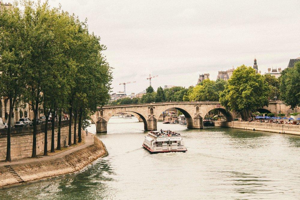 La Petite Californienne: Cruise along the Seine
