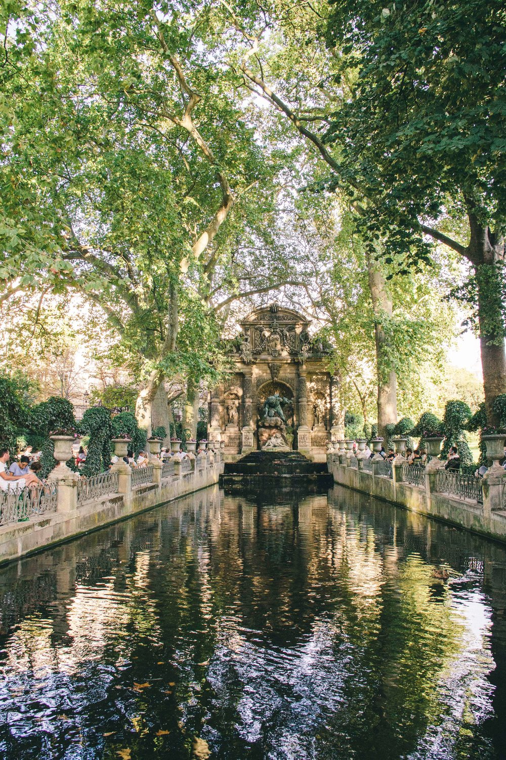 La Petite Californienne: The Medici Fountain at Jardin du Luxembourg
