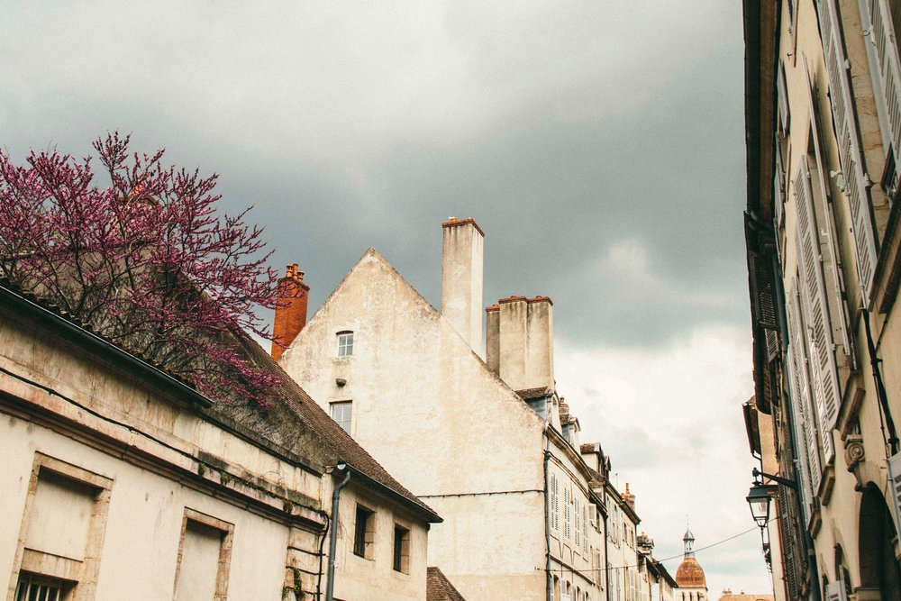 La Petite Calfornienne: A Stormy Beaune, France