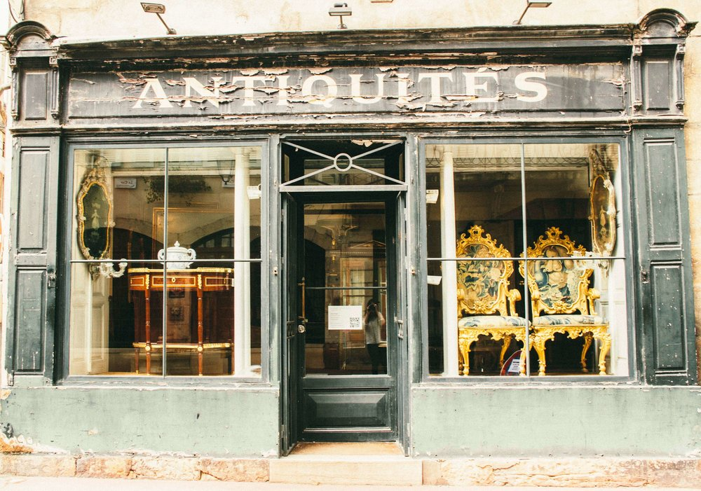 La Petite Californienne: Antique shops in Beaune, France