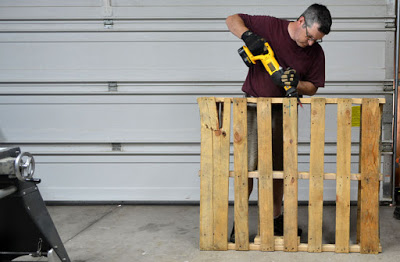 How to break down a pallet