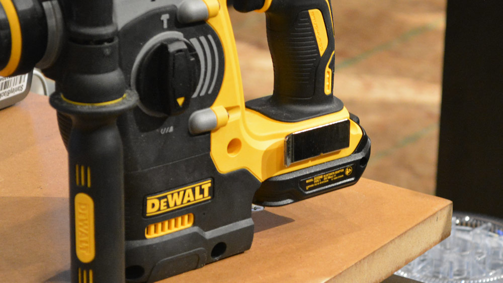 9_dewalt_tool_connect_connector_installed.jpg