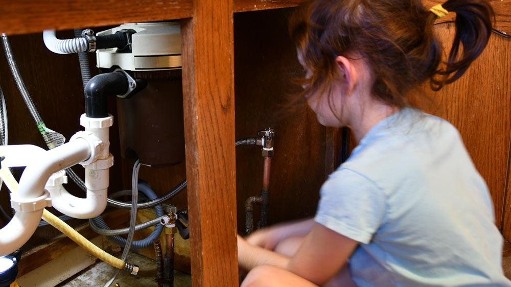Girl_plumbing.jpg