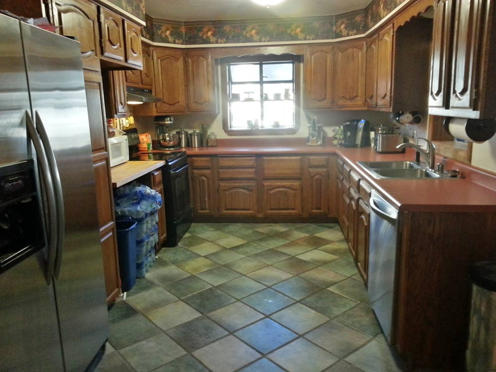 kitchen_before.jpg