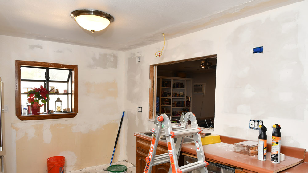 16-KITCHEN-WALLS-TAPED.jpg