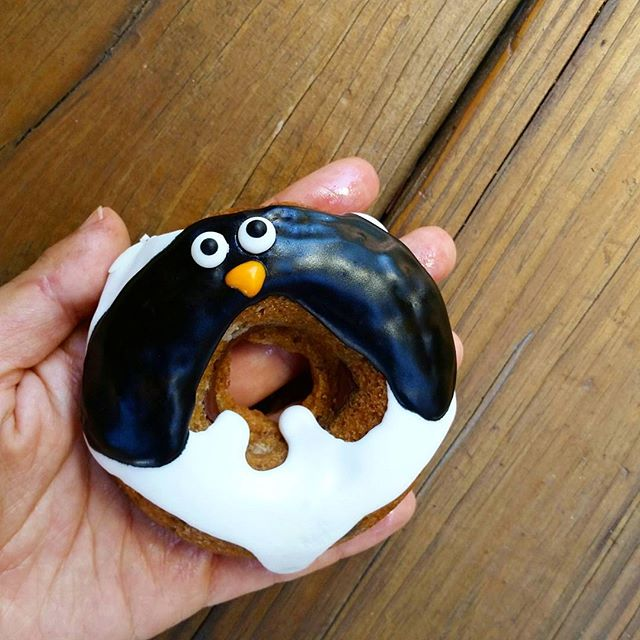 Chillin like a villain. Or in this case, like the custom penguin #donutcookies we just made. Stay cool, NY!