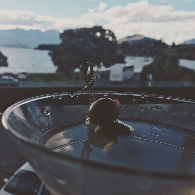 This little snap was taken by a very creative customer today as she enjoyed a dirty martini collaboration using @thecardronadistillery the source gin and @zenkurosake. #dirtymartini #gin #sake #cheersthen