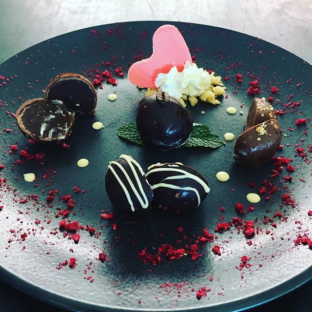 Make up for all those years you were a pain in your mothers neck and book them a table at @alivatewanaka this weekend. We have specials and free champagne for all Mums. Here is our desert special: a selection of indulgent truffles. Because she deserves it. #alivatewanaka #asianfusion #mothersday #truffles #baileys #orangechocolate #darkchocolate #peanut #coffee #whitechocolate #treatherright