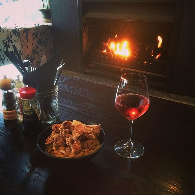 It's a perfect day to come and enjoy a wine or two by the warmth of the fire at Alivate. See you at happy hour 5-6pm! #alivatewanaka #happyhour #mountains #winterwarmers #warmfire