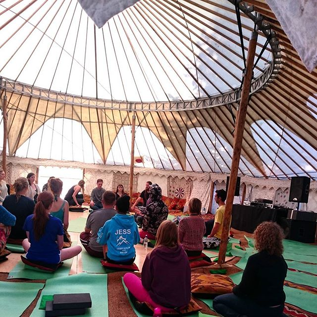 Morning meditation in the #sanctuary @wildernesshq #wildwellbeing #meditate #chill #festivals #morning #startthedayright