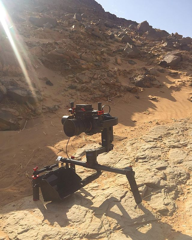 Out in the Sahara desert with the #DAISHO gimbal clamp filming @runningforgood_film  No need for a stand