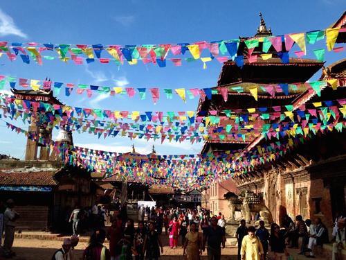 Jour 1   Nous nous réunirons dans la ville animée de Katmandou, où nous resterons la première nuit de notre aventure. Après votre arrivée dans l'après-midi, vous serez emmené dans votre hôtel. Ici, vous apprendrez à connaître les autres voyageurs et ce que vous vivrez cette semaine tout en profitant d'une soirée avec l'excellente cuisine népalaise.