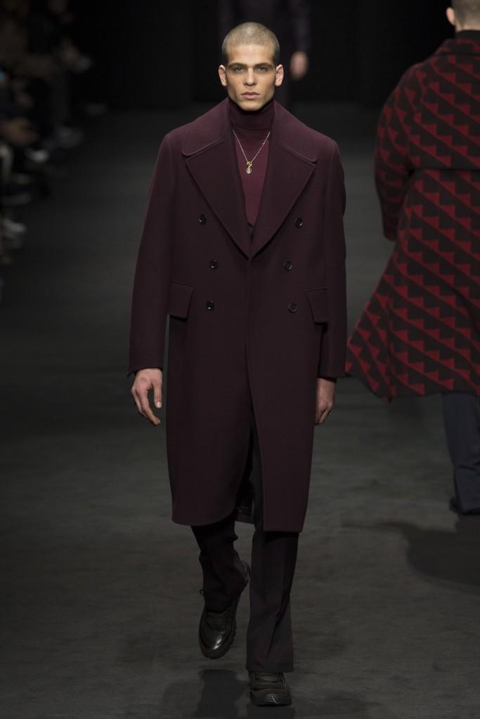 Versace-AW17-7-683x1024.jpg