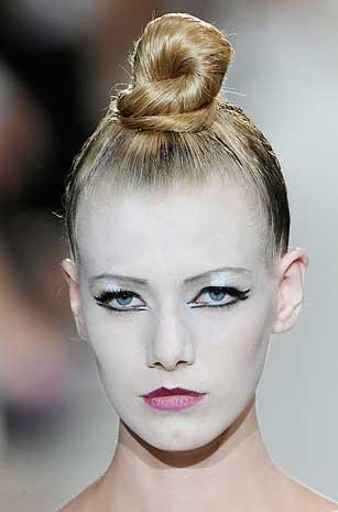 marc-jacobs-ss-10-makeup