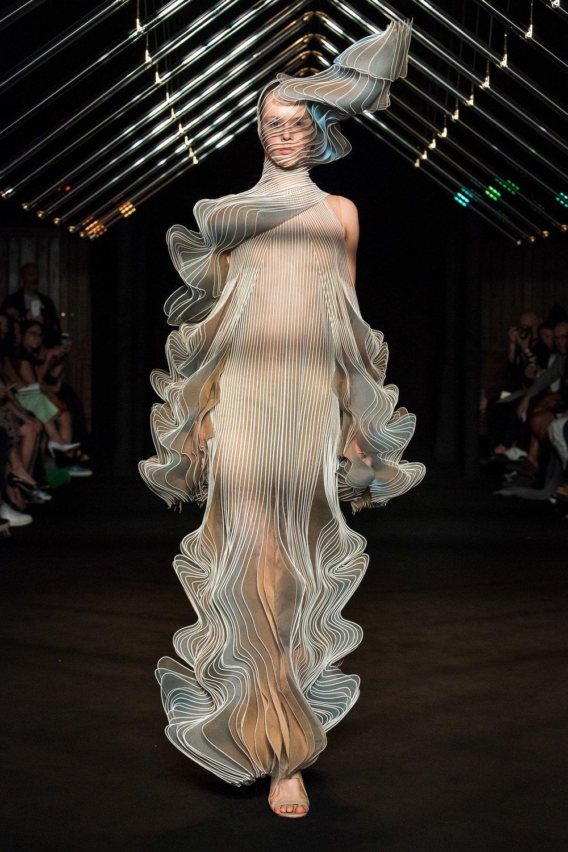 Iris Van Herpen AW18 Couture 3.jpg