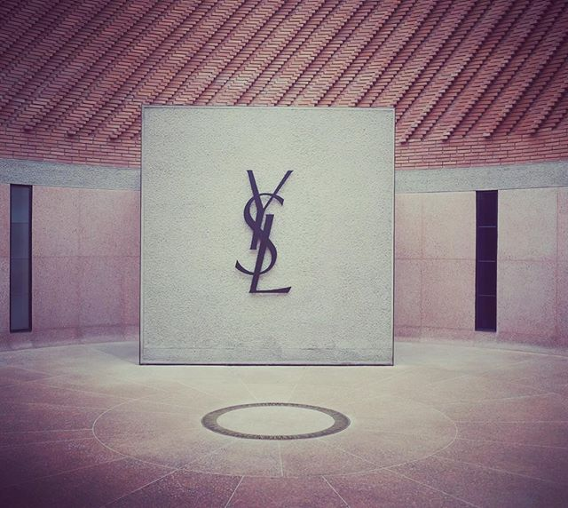 Yves Saint Laurent forever 🌟 Amazing Museum, so powerful and so simple. one of my favorite designer. #ysl #fireandcremestyle