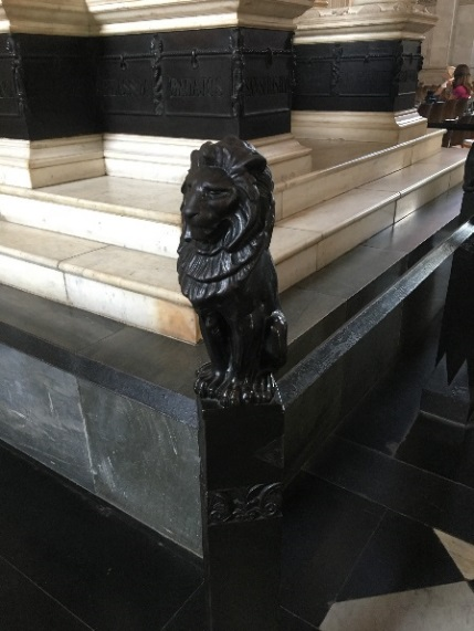 Fig.1 – Alfred George Stevens, Lion, detail, Wellington Monument, St. Paul's Cathedral, London