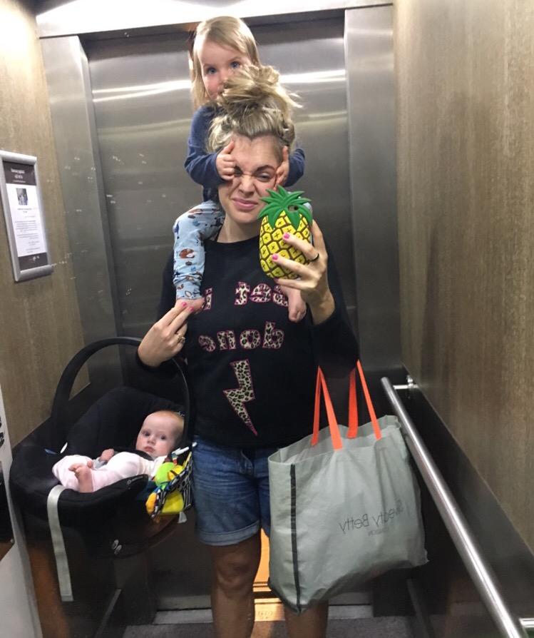weeslice plus piglets swimming