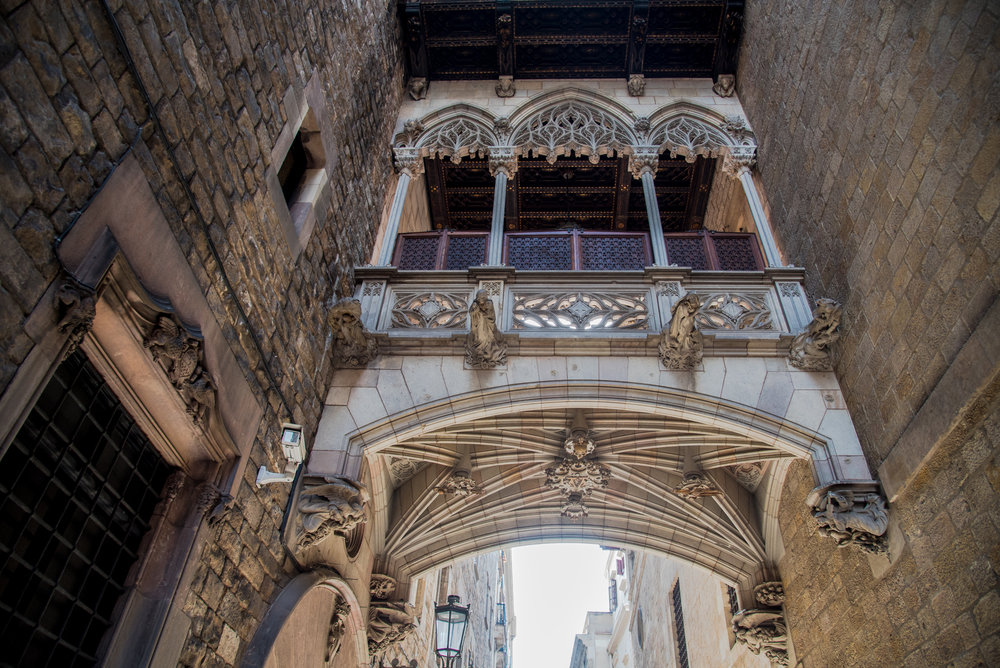 MeetJune  Gothic district of Barcelona tour with Robb ( Robbcn tours )