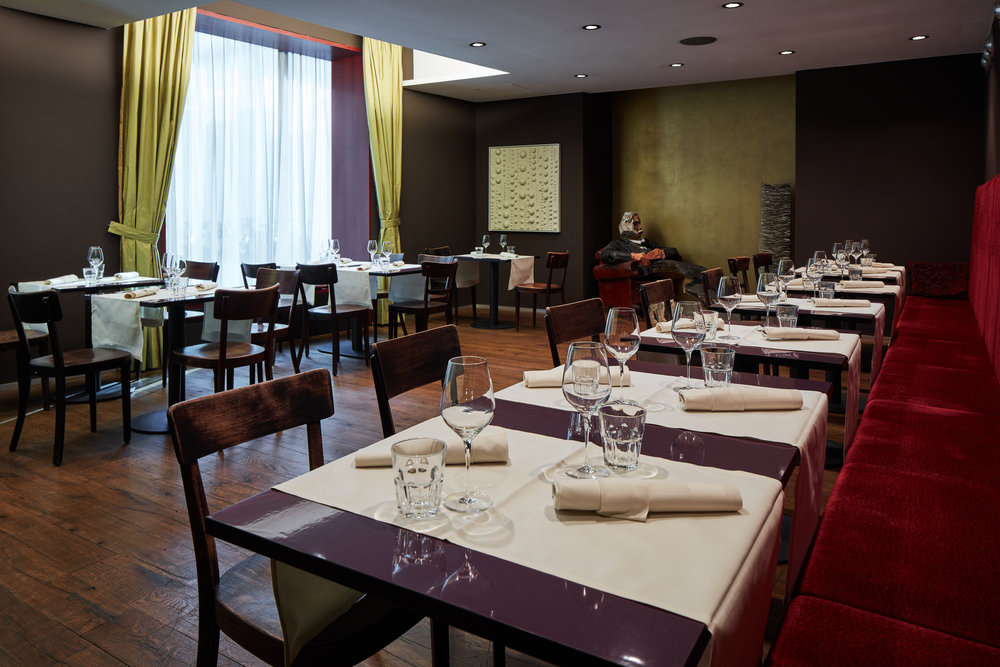 Newton Privat Dining -