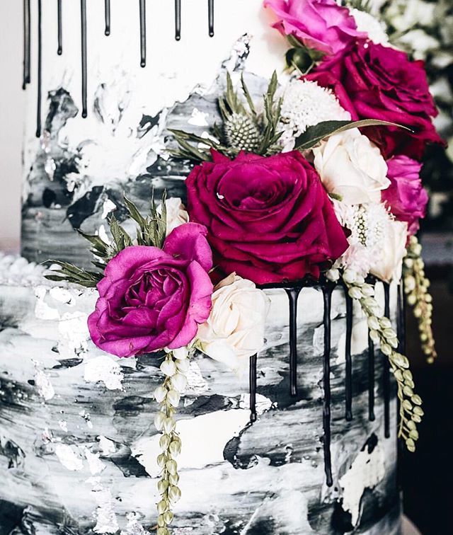 Cake obsessed via @cakesbycliff 🌸🌿🌿