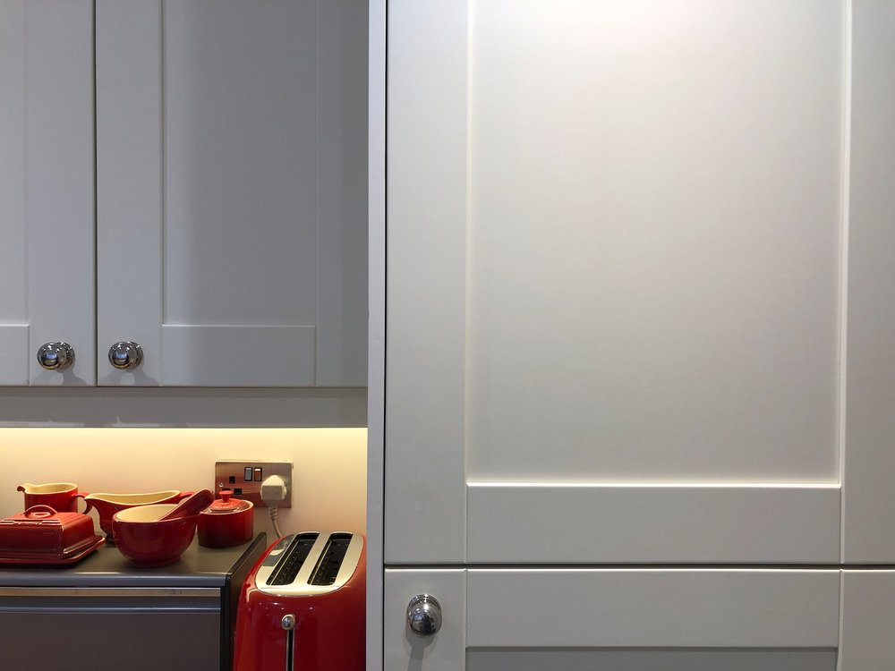 Smooth white shaker kitchen in Reading 1011.jpg