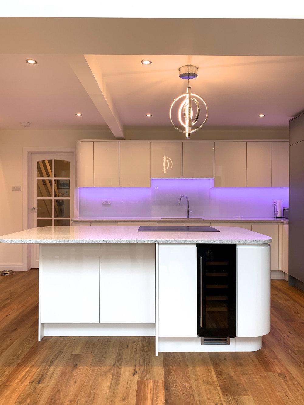 Curved Gloss White Kitchen Ascot Berkshire 1007.jpg