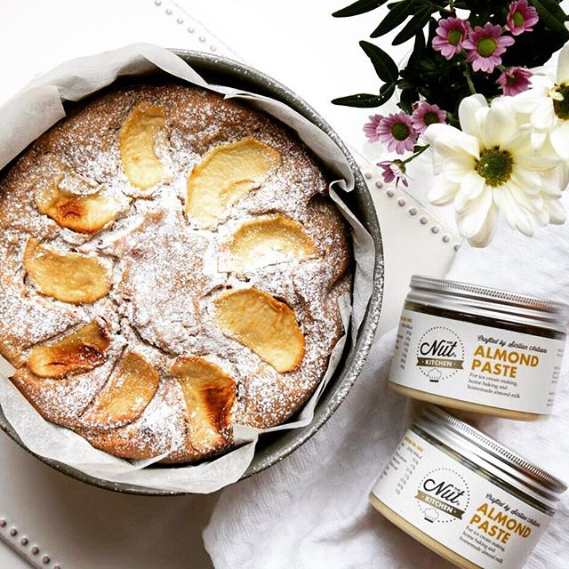 The lovely @littleluxuryfoods made this delicious Vegan Almond and Apple Cake using our Almond Paste as one of the ingredients. It's perfect for Mother's Day and we love the photo cause it reminds us that spring is just around the corner. 🌼🌿🌝Recipe link in our bio.       #food #foodblog #foodie #almondpaste #chef #instagood #nut #almond #glutenfree #foodphotography #foodstagram #instafood #sicilian #homebaking #baking #eating #foodpics #londonfood #londonfoodie #vegansofldn #veganworldshare #vegancake #veganfood #veganrecipes #mothersday #motheringsunday #weekendbaking #spring #weekendbaker #cakes