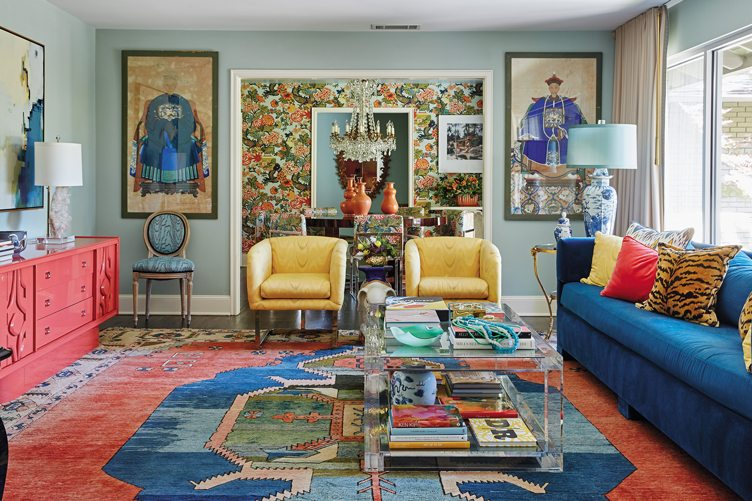 Source :  https://www.chairish.com/blog/best-maximalist-interior-designers/    MODERN MAXIMALISM   If you thought 2017 was the year of minimalist living, 2018 will be basically the opposite. There will be more pieces and more colors and more mixing of patterns to create a purposefully over-decorated look. Try layering different rugs, bright colors, bold patterns that are not only for pillows and accessories but also for larger furniture pieces.