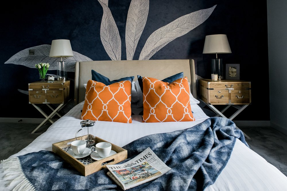 Source : https://www.amara.com/luxpad/bedroom-decorating-ideas/   SATURATED HUES   Neutral tones are now giving its way to bolder and more vibrant hues. After so many years of monochromatic trend (black, white, grey) the design world is finally ready for saturated colors in exciting hues. The tones include shades of purple, indigo blue, mustard yellow, and vibrant shade of red. These bolder shades are mostly expressed as pops of color in a room. Neutrals can still be easily mixed in if you are more on the conventional way.
