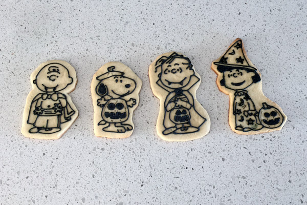 Peanuts Halloween Royal Icing Trace Finished