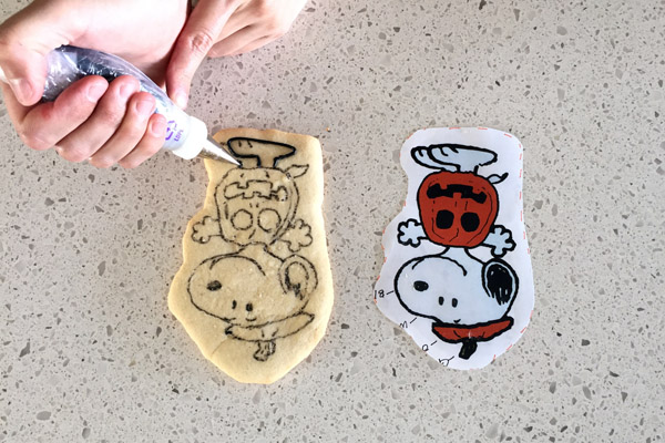 Peanuts Halloween Royal Icing Trace